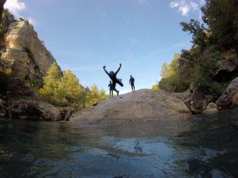 Saltos acrobaticos al río Jucar.