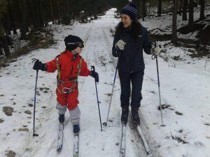 Esquí con niños: Un arnés nos ayuda a tirar de ellos o a frenarlos dese atrás