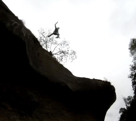 Barranquismo cerca de Madrid: Saltando de todo lo alto.