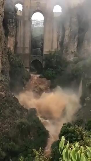 Barranco de Ronda desborbado